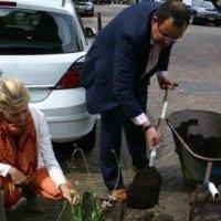 Wethouders Borsboom en Van der Meij openen Groenmarkt Leeuwendaal