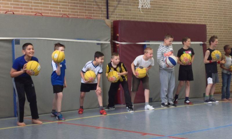 Basketbal clinic in de meivakantie