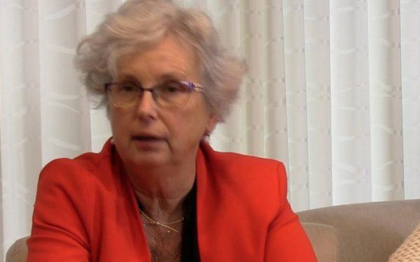 Irma Scheurink (60) maakt parachutesprong ondanks Parkinson
