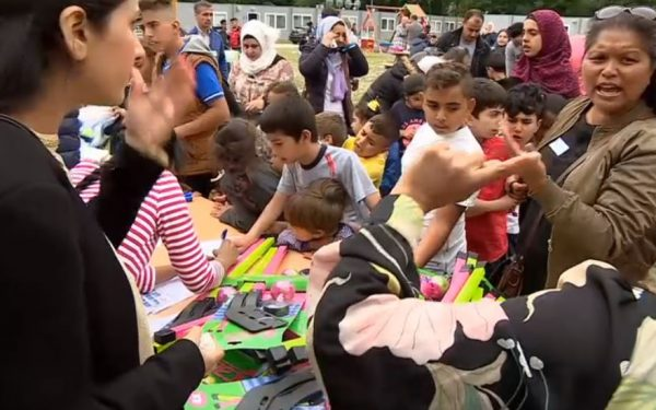Einde Ramadan met poffertjes, taart en fietsen