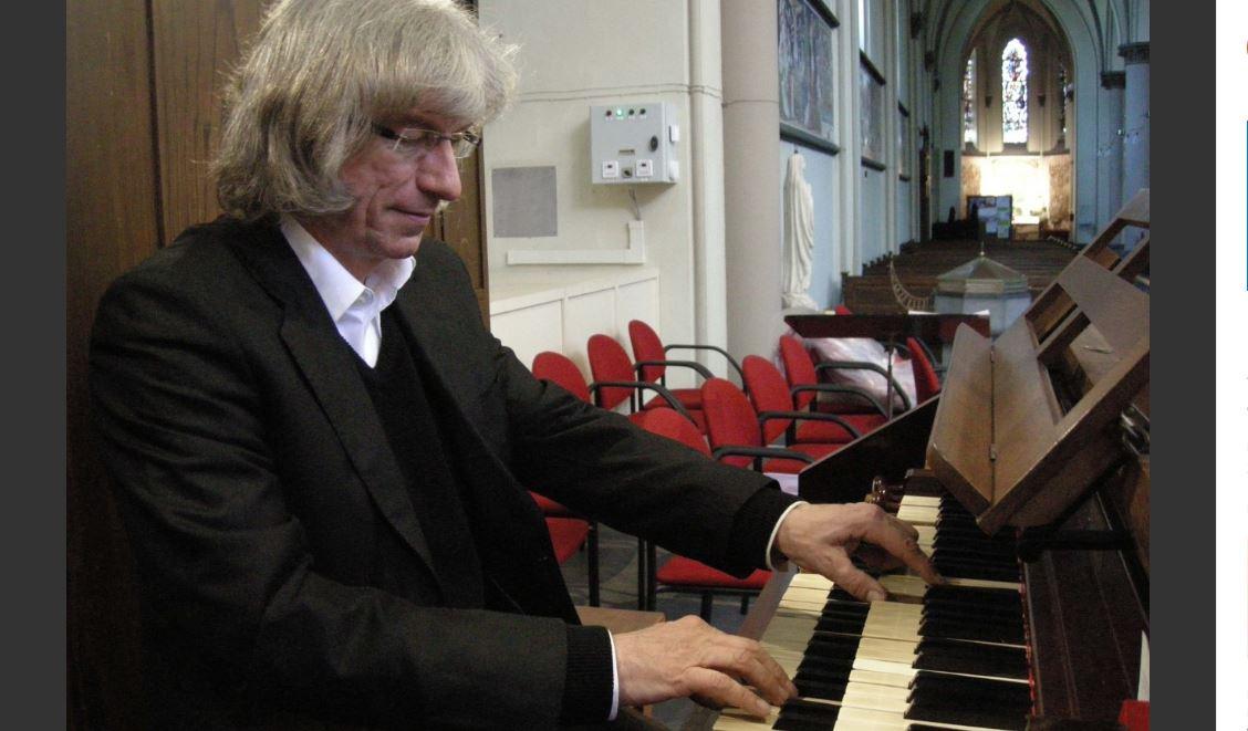Gerard Legierse bespeelt de drie orgels in Bonifatiuskerk
