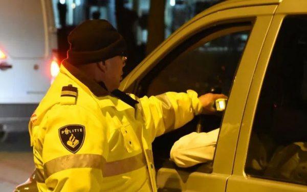 Drugscontrole door politie met speekseltest