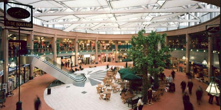 Theater in de Terp in winkelcentrum In de Bogaard