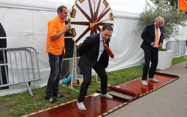 Opening van Sionsfeest door schaatsende burgemeesters