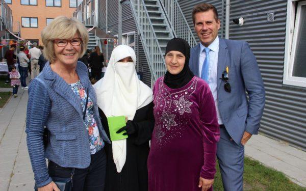 Gastvrij welkom door bewoners van AZC Rijswijk