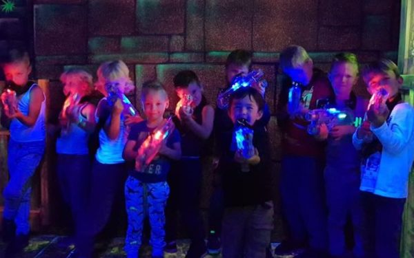 Lasergamen in de Glow Jungle van Monkey Town