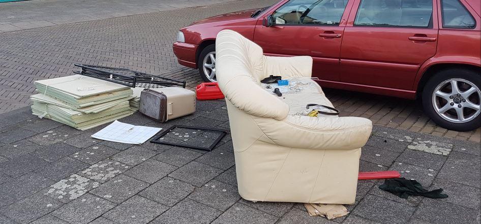 Eigenaar gedumpt afval verraadt zichzelf