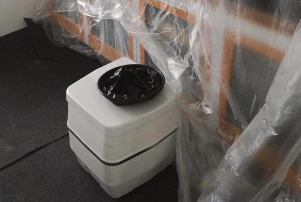 Chemisch Toilet in woonkamer